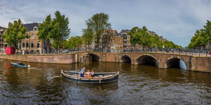 amsterdam_gracht1.jpg