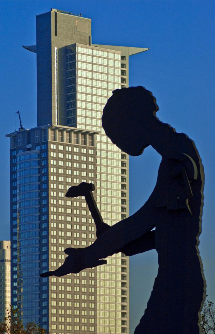 frankfurt-bank-skulptur.jpg